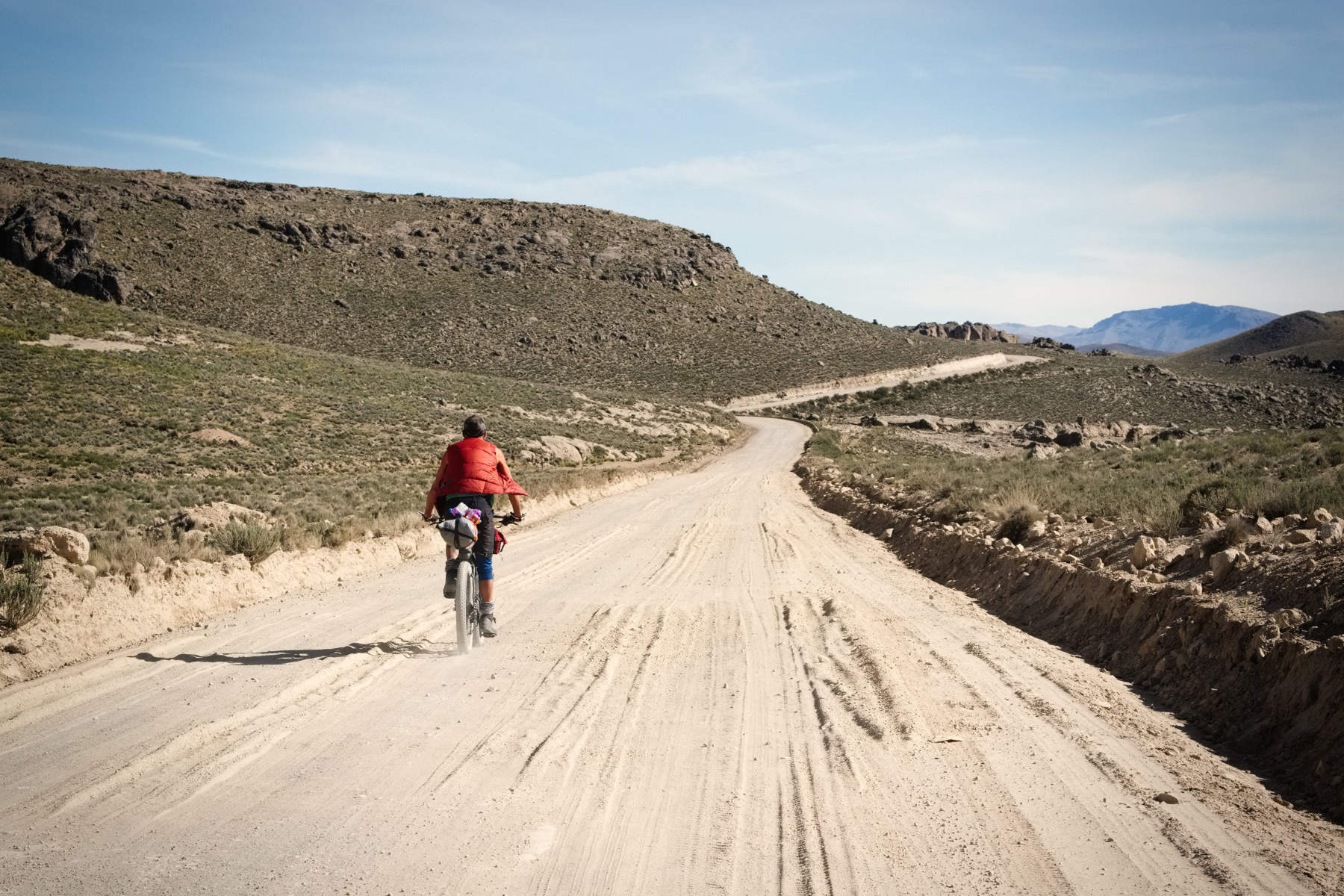 dirt road cycle touring in the Andes