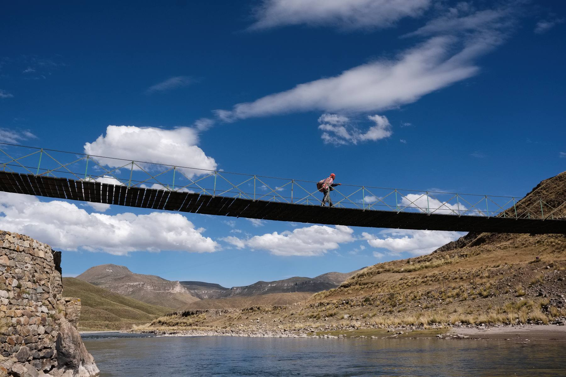 bridge over the Rio Colca at Sibayo